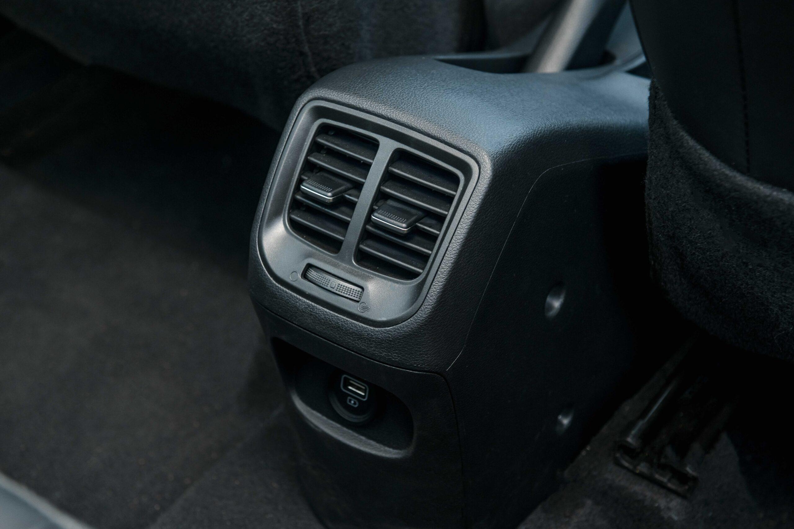 """Hệ thống gió riêng cho hàng ghế sau là điểm cộng giúp i10 phiên bản mới dễ dàng """"qua mặt"""" nhiều đối thủ"""
